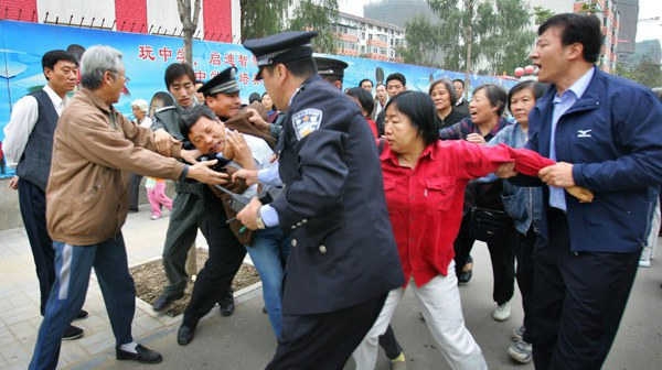 Chinese people evicted.jpg